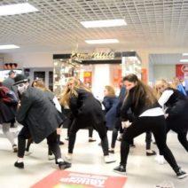 Флешмоб в ТД Барс на московском